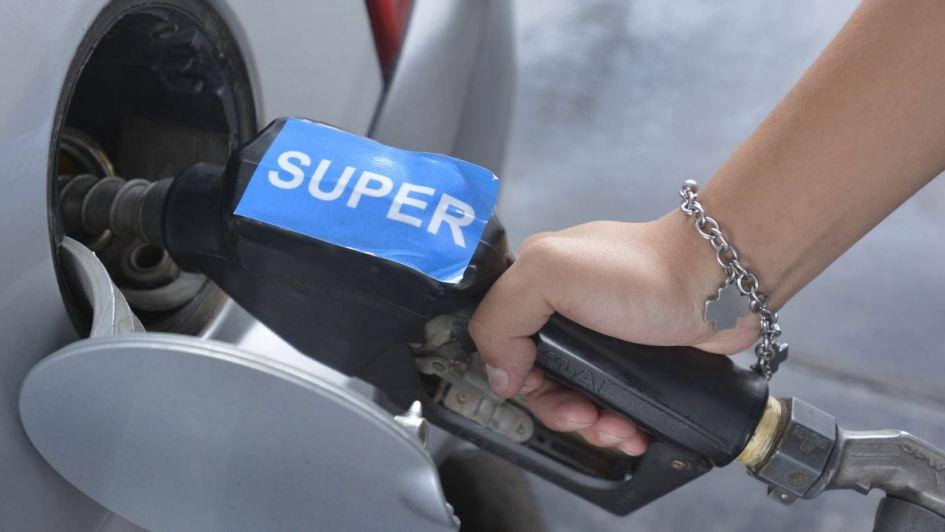 Estaciones de servicio independientes no despachan nafta con tarjeta