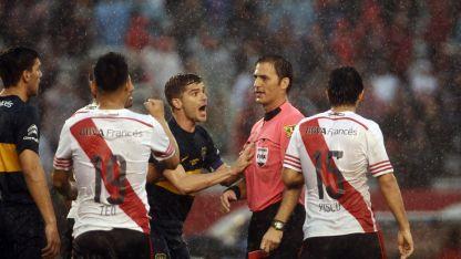 En el último Superclásico que dirigió Vigliano cobró un penal inexistente para River.