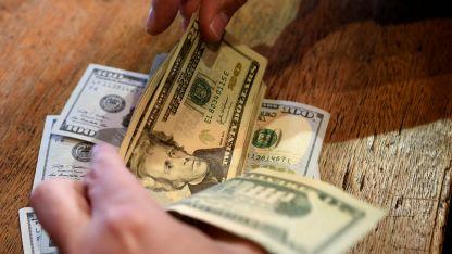 El dólar cayó con fuerza a $ 38,97 sin intervenciones del Banco Central.