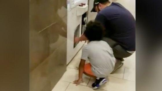 Papá usa a su hija para robar consolas de Nintendo