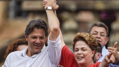 Haddad y Dilma Rousseff, que se postula al Senado, durante un acto en Minas Gerais.