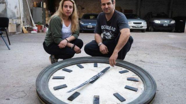 Los comerciantes dicen que es muy sencillo notar que no es el reloj del ex Banco de Mendoza.