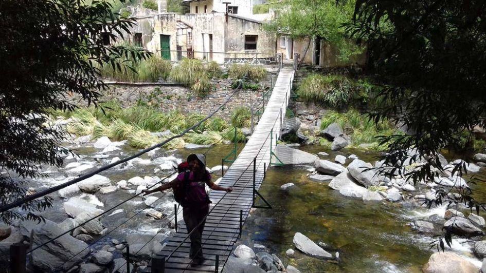 Perdido en la montaña en Córdoba: trekking a Pueblo Escondido