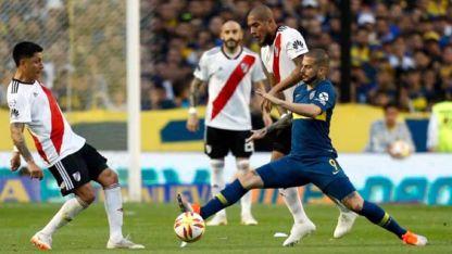 Sin el despliegue de antaño, Enzo Pérez fue colocado por Gallardo junto a Ponzio, para aportar voz de mando y manejo.