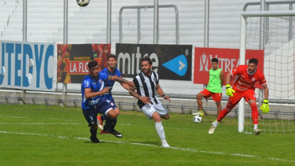 Con uno menos, el Lobo se trajo un buen empate ante Deportivo Morón