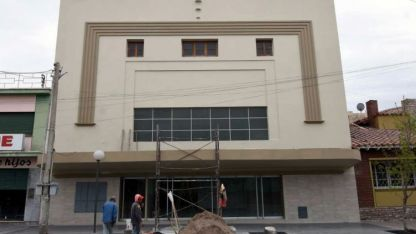 Últimos detalles. El frente del edificio luce renovado. Resta terminar algunas instalaciones.Patricio caneo / Los Andes