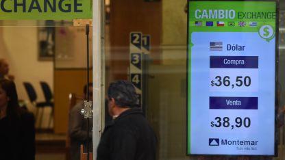 Ayer, las casas de cambio locales mostraban la tendencia de la moneda extranjera.