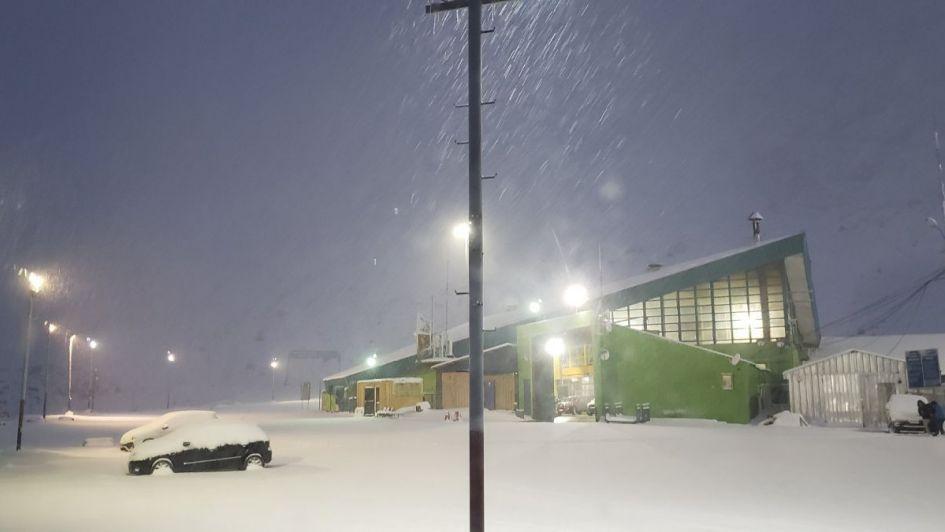 Video: así nieva en Los Libertadores y ya se acumularon más de 17 centímetros