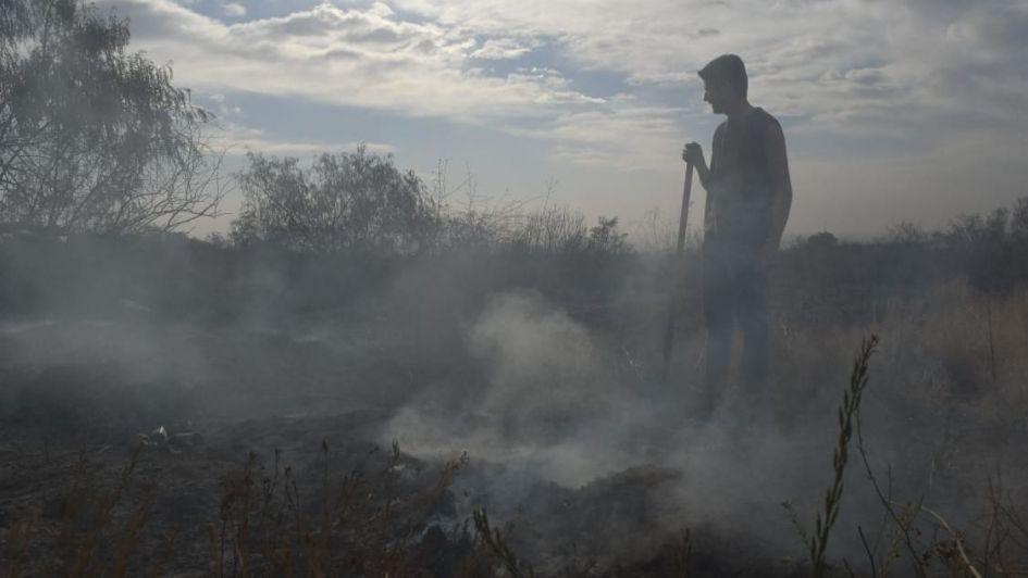 El incendio en El Challao se originó por quema de basura