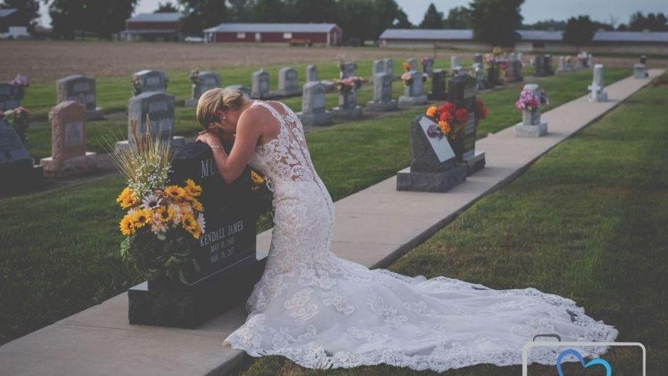 Novia realiza sesión de fotos para honrar a su amado fallecido