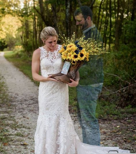 La historia de la novia frente a una tumba