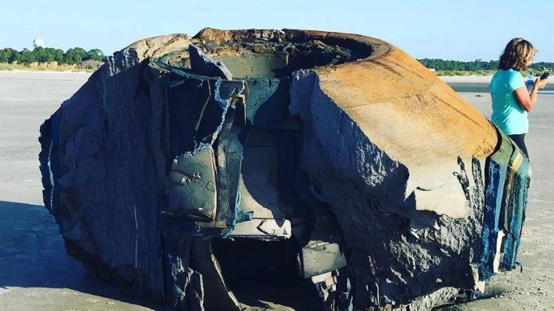 Misterio: encontraron un objeto con apariencia 'alienígena' en una playa en EEUU