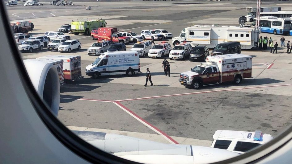 Abrió por error una puerta de emergencia en el aeropuerto de Múnich y generó caos