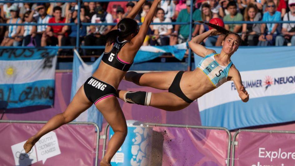Kamikazes doradas: las chicas argentinas del beach handball son campeonas olímpicas