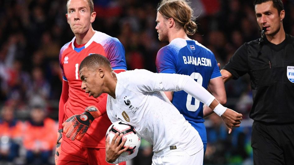 Mbappé salvó a Francia de caer ante Islandia, España goleó y Portugal no extraña a CR7
