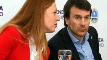 Ministros. Paula Allasino (Hacienda) y Lisandro Nieri (Gobierno) explicaron el Presupuesto.