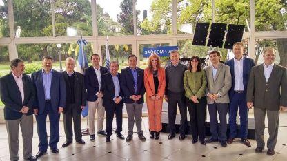 El presidente recibió en Olivos a los científicos  que trabajaron en el satélite Saocom