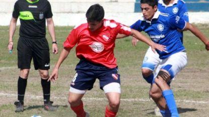 Triunfo y a la cima. Independiente Calle Larga superó a Sport Club Quiroga por 3-0 y alcanzó a Monte Comán en lo más alto.