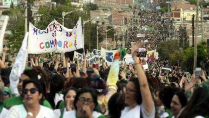 Marcha. Una multitud participó del 38° Encuentro Nacional de Mujeres en la ciudad de Trelew.