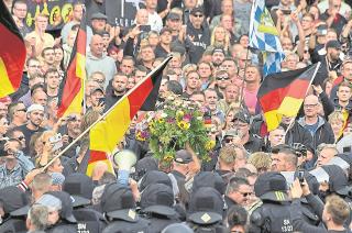Ultras. En general, los militantes de la derecha en Europa se muestran en contra de las políticas que favorecen la inmigración.
