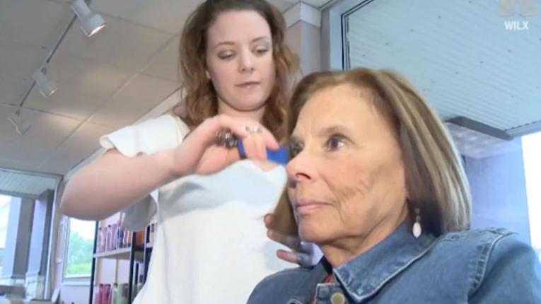 Al cortarse el cabello, mujer descubrió que tenía cáncer