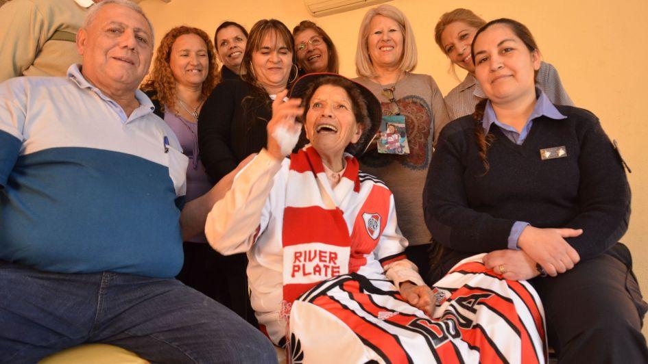 Es fanática de River, tiene 81 años y cumplirá su sueño de conocer el Monumental