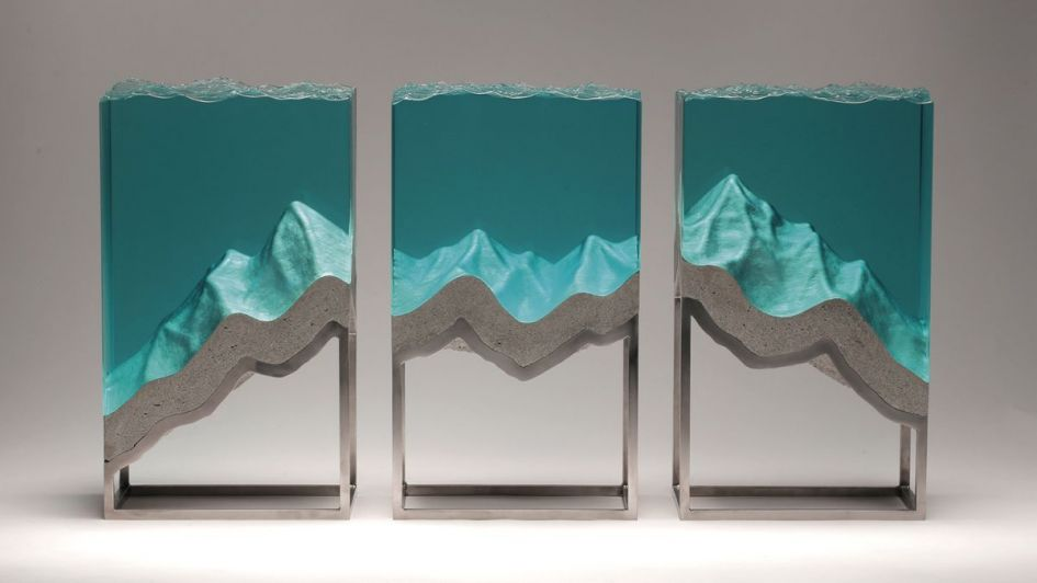 Concreto y cristal en asombrosas creaciones esculturales
