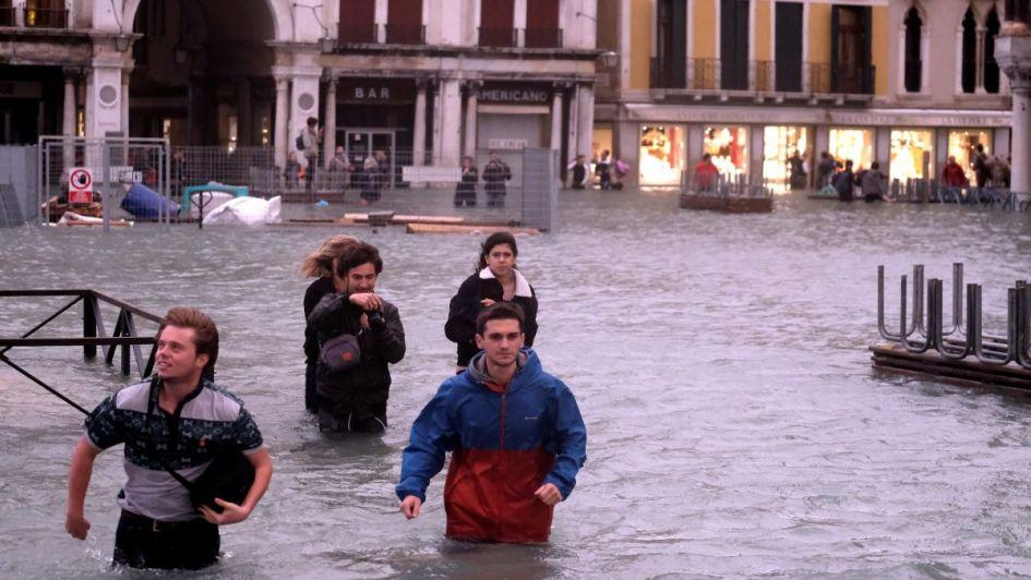 Inundado el 75% del centro histórico de Venecia — Turismo acuático