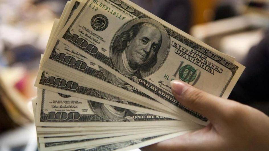 El dólar cayó casi $5 durante octubre: ¿Por qué bajó la moneda extranjera?