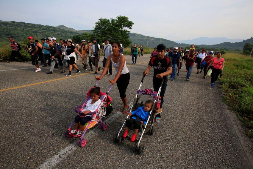 Trump: militares no dispararán a migrantes, pero no los obliguen a responder
