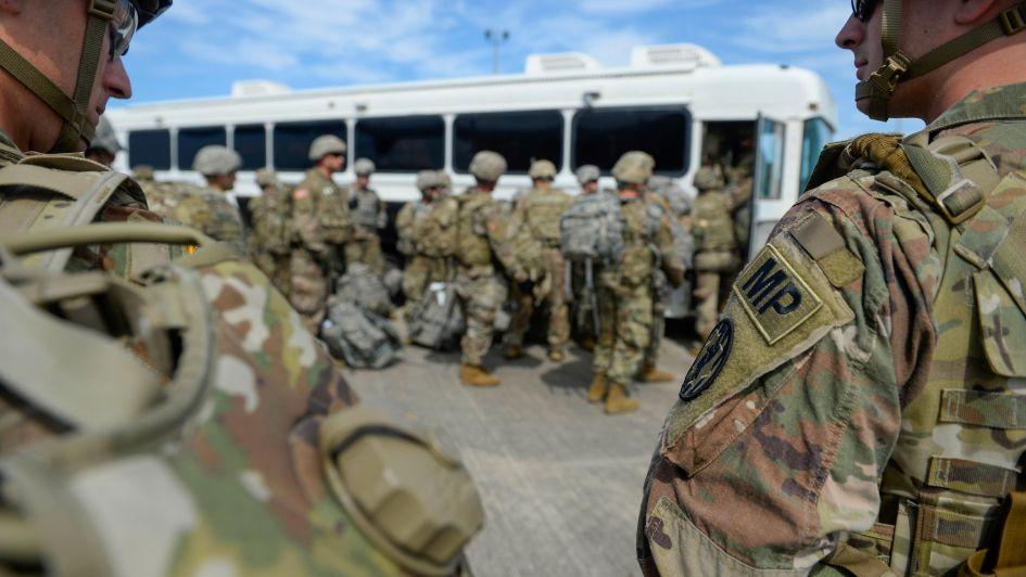Militares no dispararán a migrantes, pero no los obliguen a responder — Trump