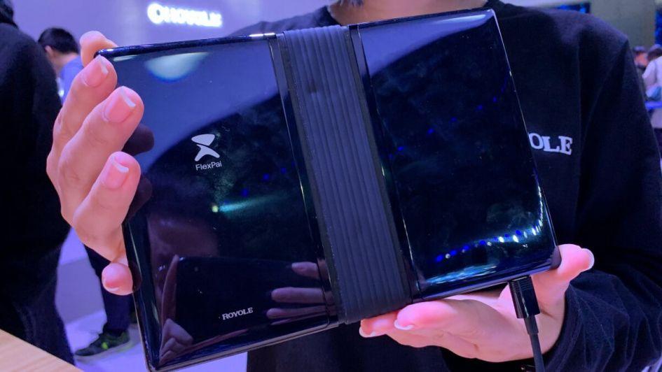 ¿Lo comprarías? Así es el primer smartphone plegable que saldrá a la venta
