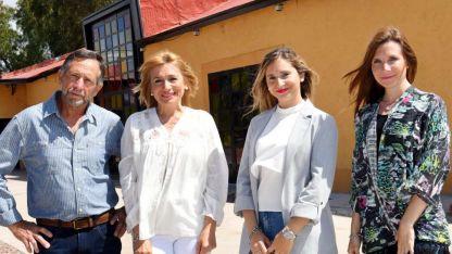 Daniel, María, Antonella y Vanina restauraron una bodega en Maipú para cumplir su sueño.