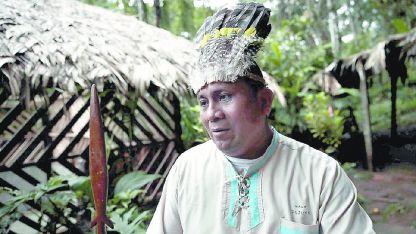 Reynaldo Alexis Santana en Bonyic, una de las comunidades del reino Naso, en plena selva.