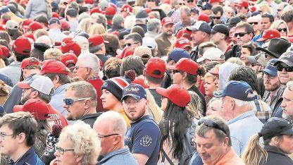 Multitudinario. Miles de personas asistieron ayer al acto de Trump, en Chattanooga, Tennesse.