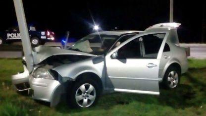 El conductor del Bora chocó contra un árbol en Las Heras. Tanto él como los tres ocupantes fueron detenidos.