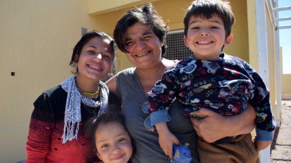 Relocalizan a 108 familas de tres asentamientos de Godoy Cruz y les dan una casas nuevas