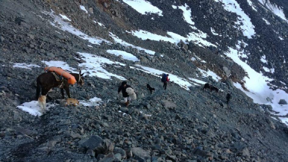Así rescataron el cuerpo del andinista que falleció tras caer en el cerro Rincón