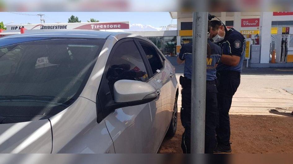 Le robaron $ 40.000 del auto mientras desayunaba en una estación de servicio en San Carlos