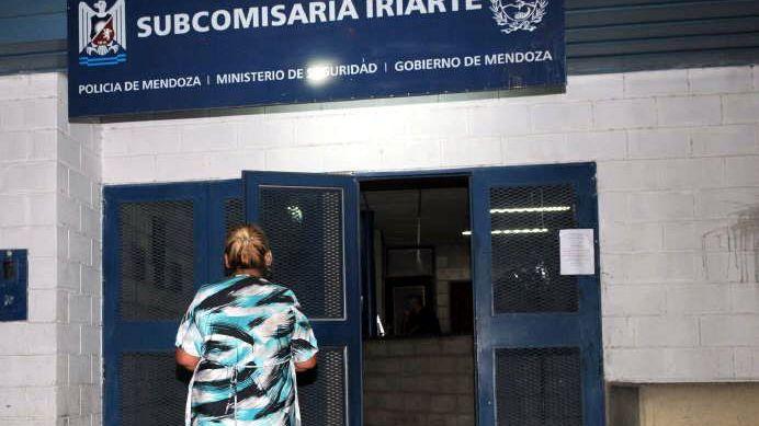 Buscan a dos jóvenes que escaparon de una subcomisaría en Las Heras