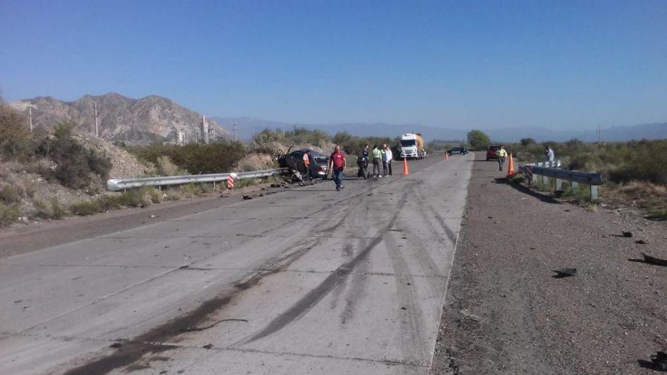 Choque frontal y vuelco entre un camión y un remis camino a Villavicencio: tres heridos