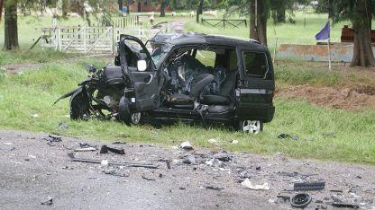 La camioneta en la que viajaban los chubutenses quedó destrozada.