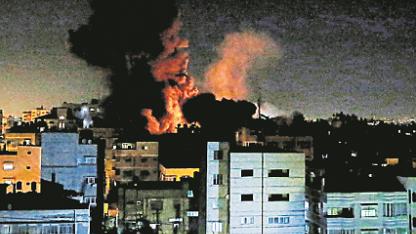 Fuego. Los israelíes lanzaron cohetes sobre Gaza.
