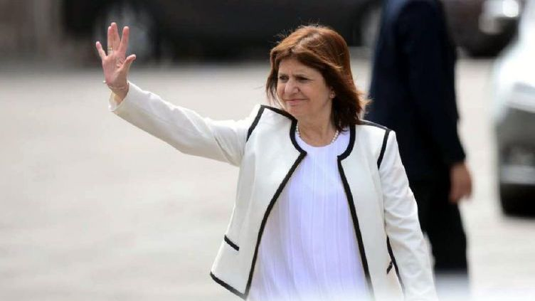 Patricia Bullrich cruzó al Reino Unido por el G20 — Escándalo internacional