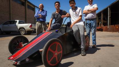 """""""Fierro"""". Un total de 25 alumnos de 5° y 6° año fueron los encargados de armar el auto eléctrico."""