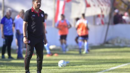 """Alejandro """"Cachorro"""" Abaurre, DT de Huracán, reconoció la falta de fútbol, pero destacó la actitud y el coraje de su equipo."""
