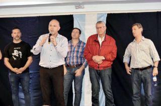 Al frente Carmona, atrás el bonaerense Menéndez, Righi, el sanjuanino Gioja y Félix.