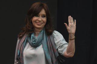 """Cristina Fernández convocó a """"todos los sectores que son agredidos por el neoliberalismo"""" para derrotar a Cambiemos."""