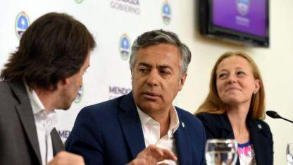 Los ministros Nieri y Allasino flanquearon al Gobernador en la conferencia de prensa ayer.
