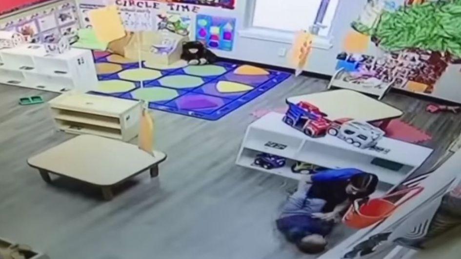 Captan a empleada de guardería golpeando a niño de 4 años